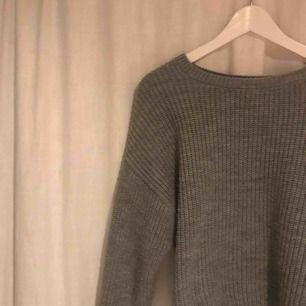 Vanlig grå stickad tröja som aldrig kommer till användning! Fraktkostnad tillkommer👍🏼