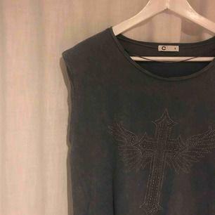 Linne från Cubus köpt för väldigt länge sedan, men har bara tagit plats i garderoben! Fraktkostnad tillkommer på 38kr