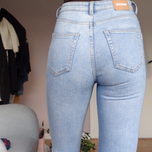 Weekday jeans In the model way, not so much use, good length for you with long legs, is itself 170 and few pants go all the way to me, write for questions💞