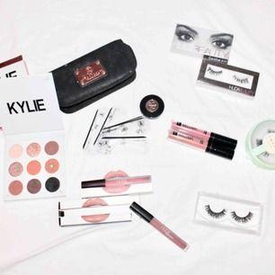 Kylie ögonskuggpalett SÅLD!  Sweed 3d mink från ebay, plastade! Hudabeauty lashes  Läppar ej äkta - Sellma i två nudefärger, enbart testade! Hudabeauty.  Anastasia browkit - blonde med 5 mallar