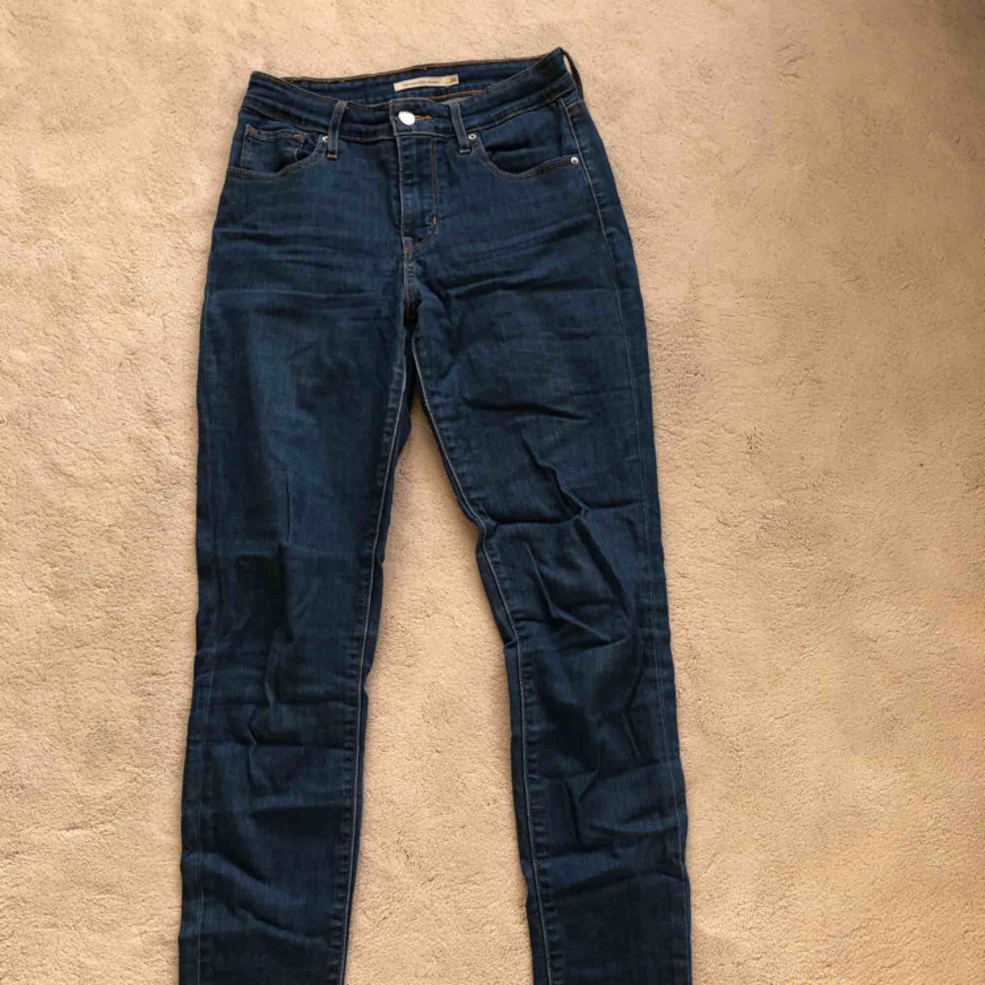 "Blåa tajta jeans från Levis i modellen ""High Rise Skinny : 721"". Jeans & Byxor."