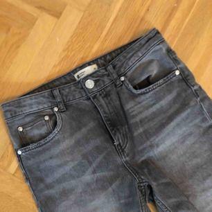 Jeans från Gina! Använda men i fint skick. Katt finns i hemmet!