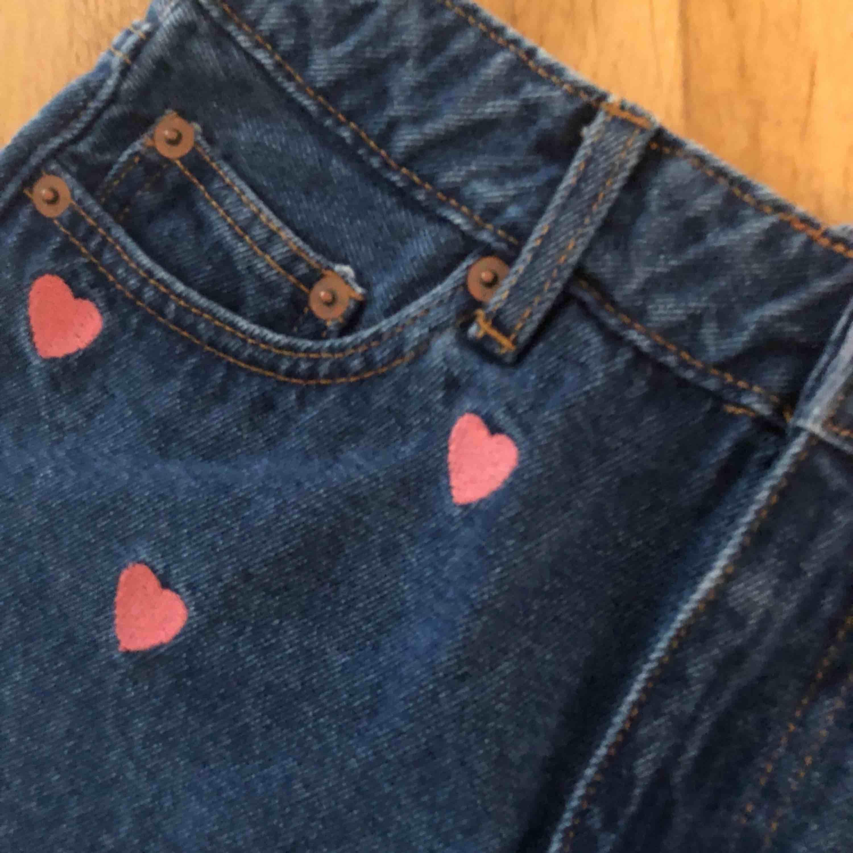 Jättefina shorts från Monki. Aldrig använda! Katt finns i hemmet! . Shorts.