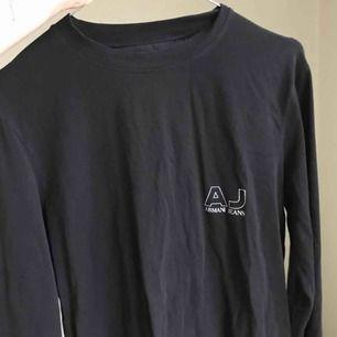 Mjuk, tunnare tröja från Armani! Nice passform! Köpt secondhand.