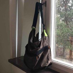 Rymlig väska, fint skick!