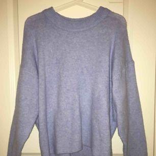 Suuuperfin tröja från H&M, jätteskönt material. Frakt ca 60 men vid snabb affär bjuder jag på den.