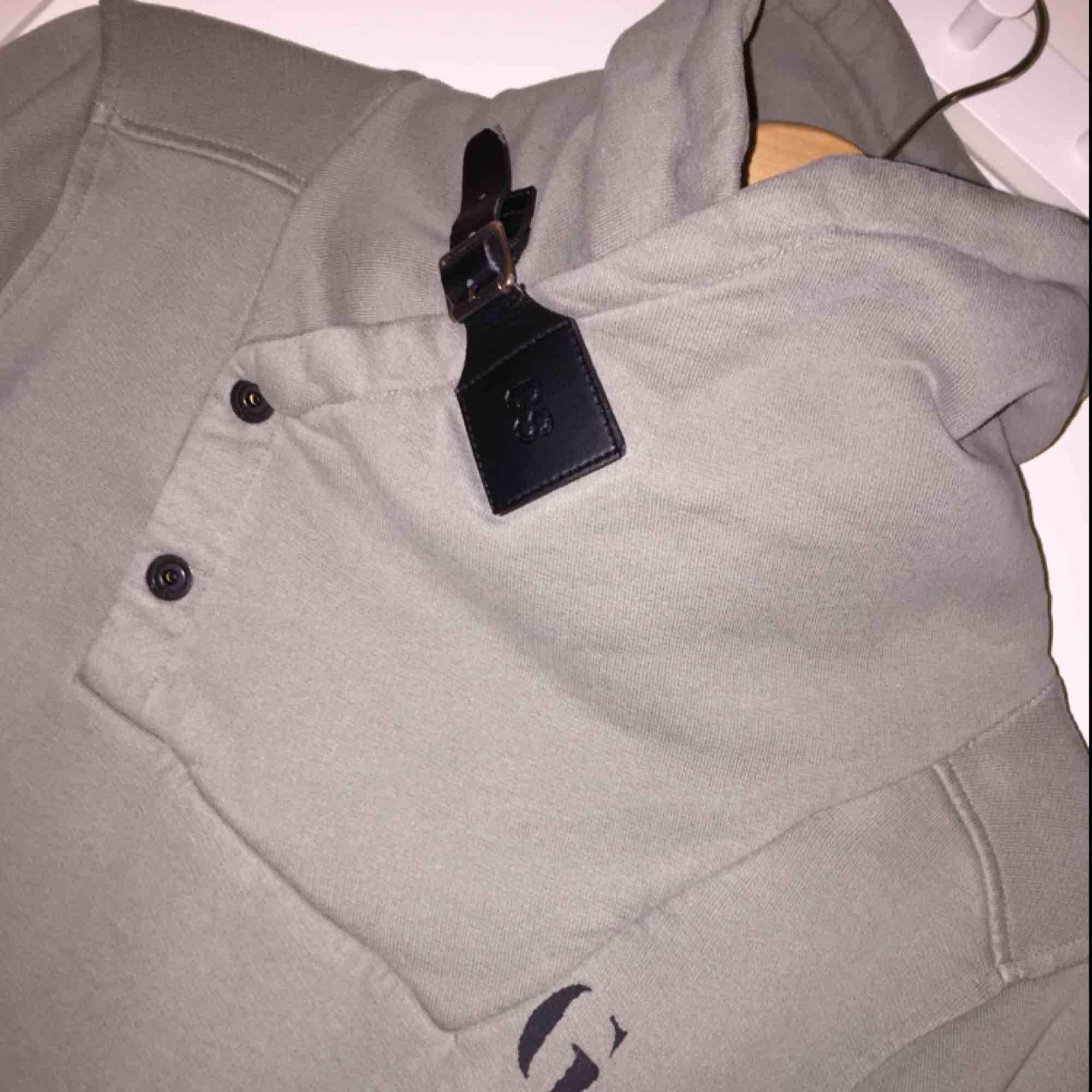 Supercool g-star hoodie, storlek S, jättefint skick.. Huvtröjor & Träningströjor.