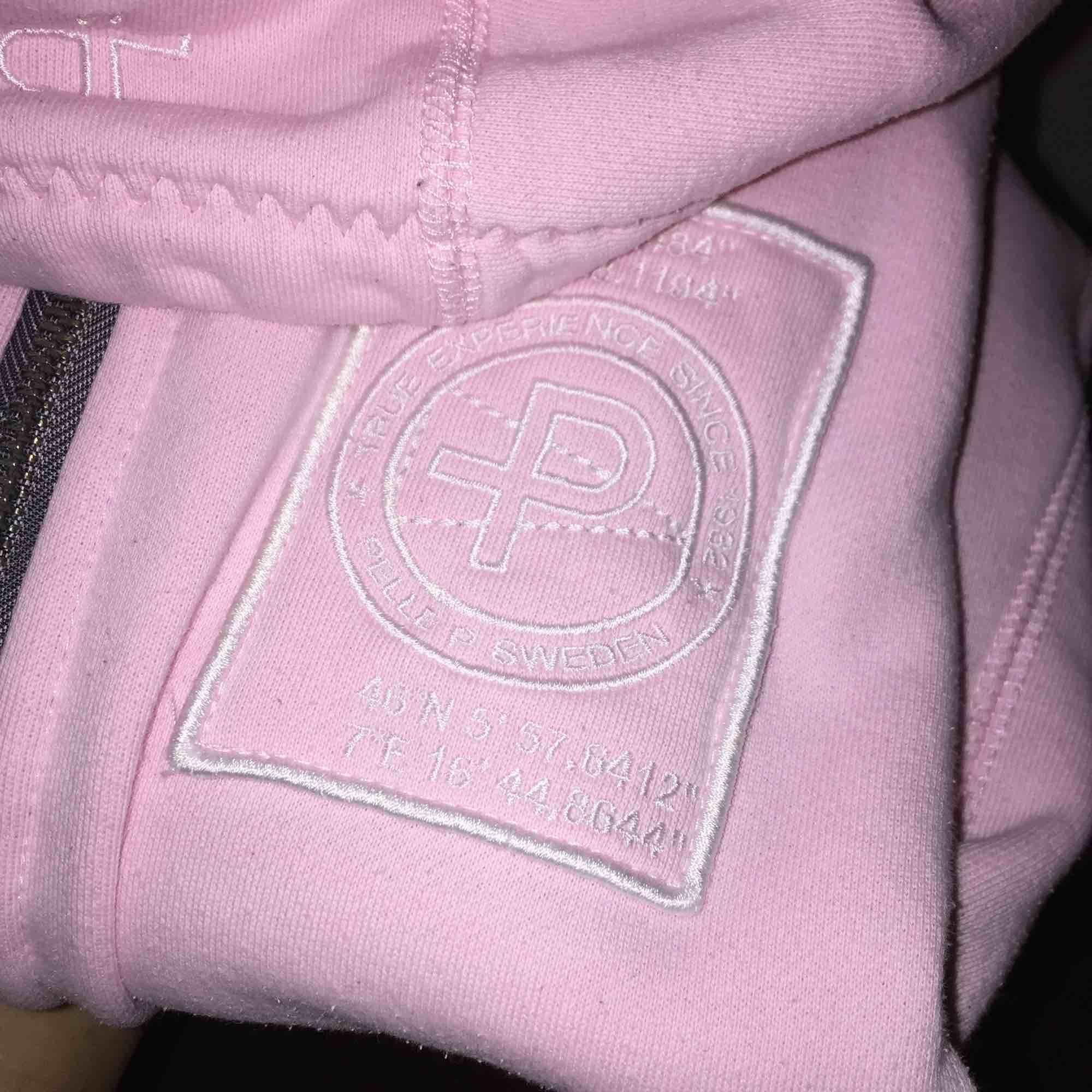 fin hoodie från Pelle P, storlek XS, frakt ca 60 kr. Huvtröjor & Träningströjor.