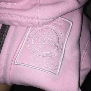 fin hoodie från Pelle P, storlek XS, frakt ca 60 kr