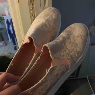 baby rosa sammet skor från river island, skit snygga men inte min stil längre
