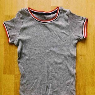 Grå ribbad tröja från Esprit!👽 Frakt står köparen för!