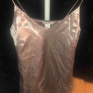 Silver topp från H&M i storlek xs.