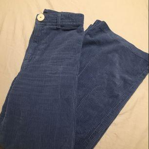 Skitsnygga slutsålda byxor från chiquelle. Endast använda två gånger. Är i storlek 34 men jag skulle säga att de funkar lika bra för någon med storlek 36 (jag har vanligtvis 36 och de sitter bra på mig). Köparen betalat frakt! Hör av dig vid frågor<3