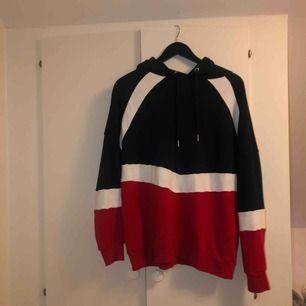 Oanvänd hoodie från H&M.