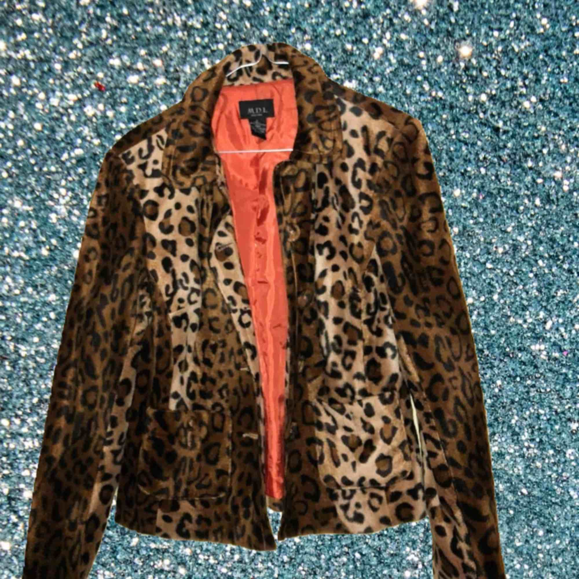 Vintage leopard print velour jacket. For spring. . Jackor.