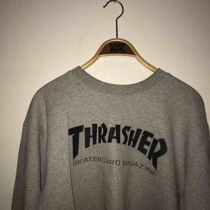 Grå Thrasher tröja (ÄKTA), i vanligt begagnat skick :)