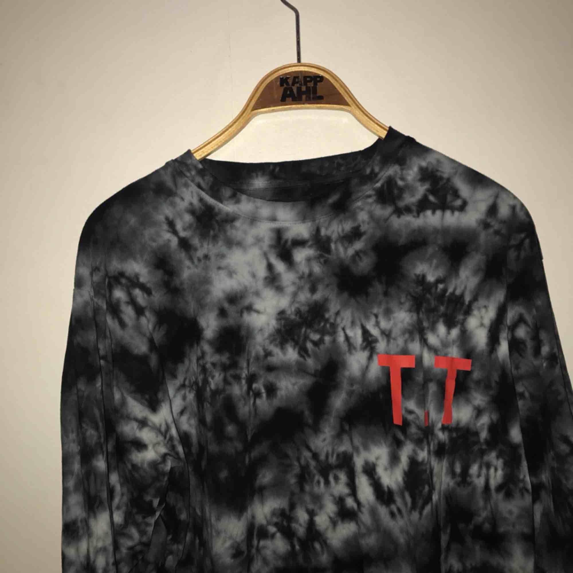 Skitsnygg långärmad tröja, knappt använd. Köpt på Carlings! . T-shirts.