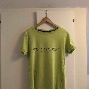 Jättefin t-shirt från Aqua Limone. Köpt för 600kr. Sparsamt använd.