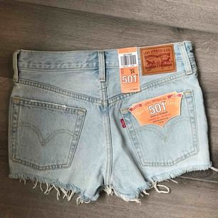 Säljer ett par helt nya Levis jeans, kommer inte till användning. Storlek 24w passar xxs/xs