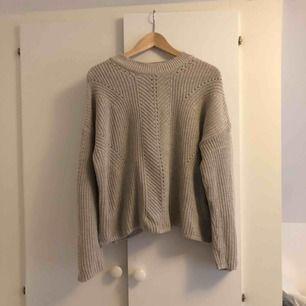 Jätteskön stickad tröja, inköpt på Primark i London. Endast använd 1 gång.