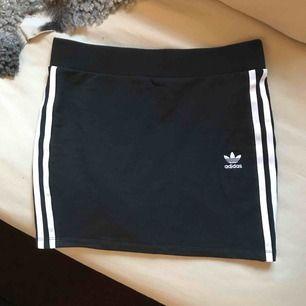 Lägger ut min Adidaskjol till försäljning igen. Ångrade mig sist men nu har jag insett att den ej kommer komma till användning. Som ny!