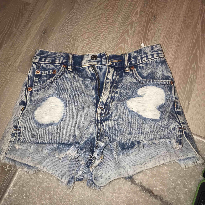 Shorts från Pull&bear. De alldeles för små för mig nu. . Shorts.