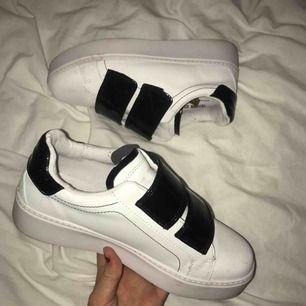 Jättesnygga skor från Boohoo, använda max 3 ggr. Säljer för jag har för mycket skor. Gratis frakt vid snabb affär