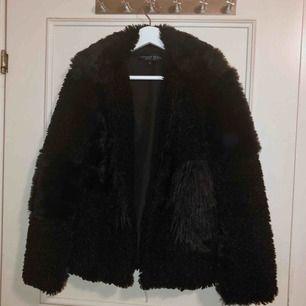 Pälsjacka från Topshop med teddy-partier. Köpt här men aldrig fått användning för den. snygg är den dock!!🥳