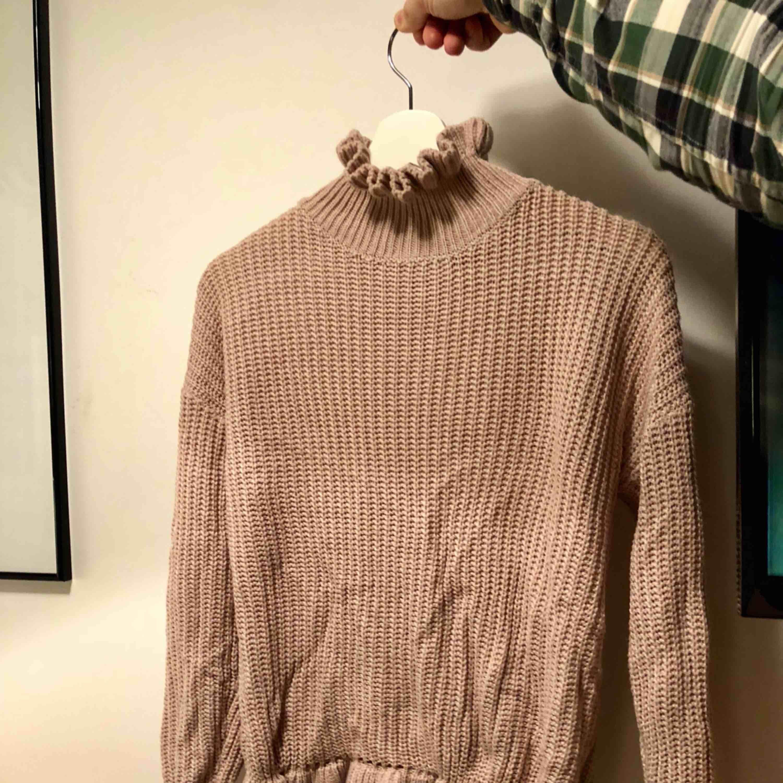 Jätte söt stickad tröja, ljus rosa färg. Stickat.