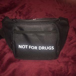 Cool fannypack som ej finns att köpa längre!🤙 Mittenbilden är tagen från instagram.