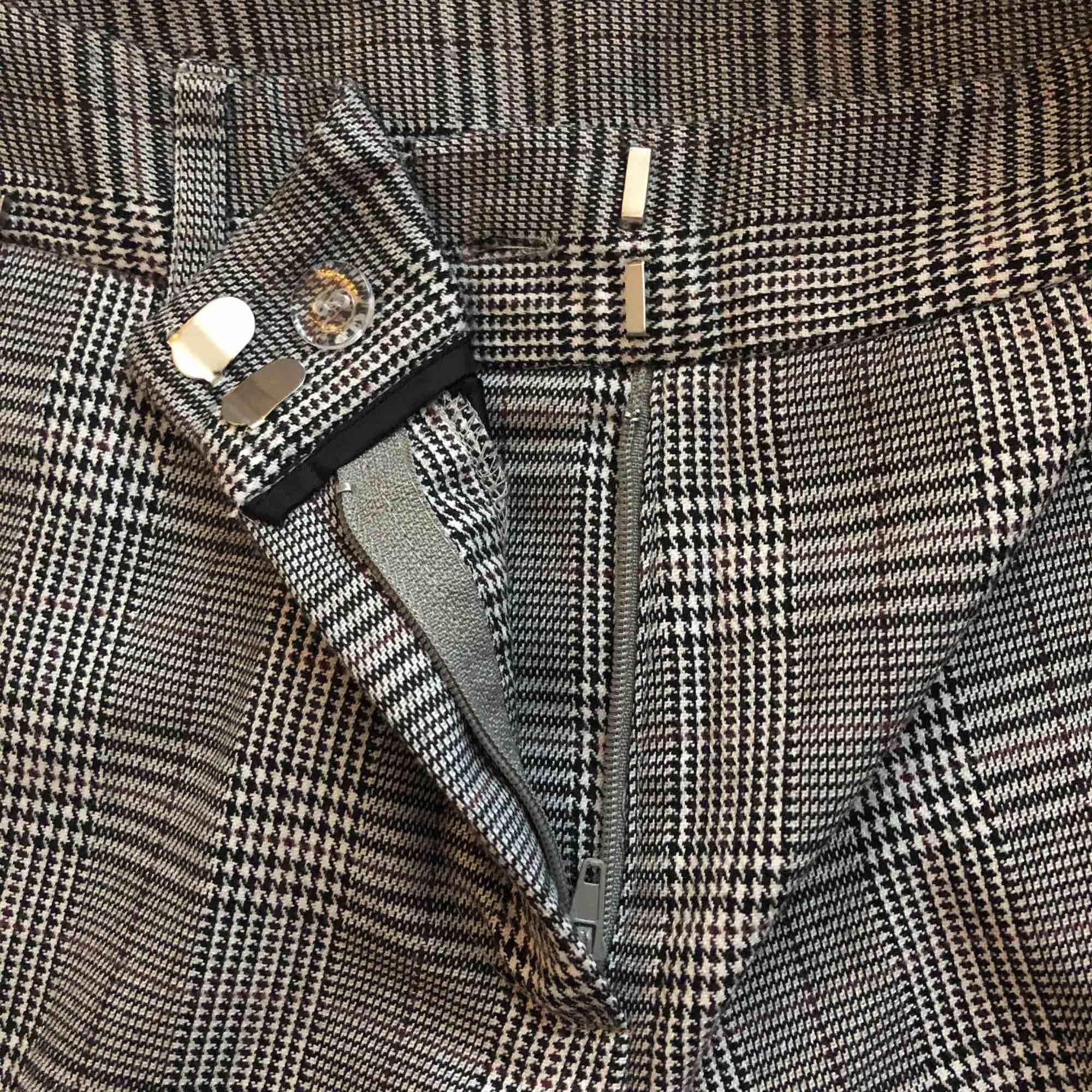 Rutiga kostymbyxor, Frakten är inräknad i priset.. Jeans & Byxor.