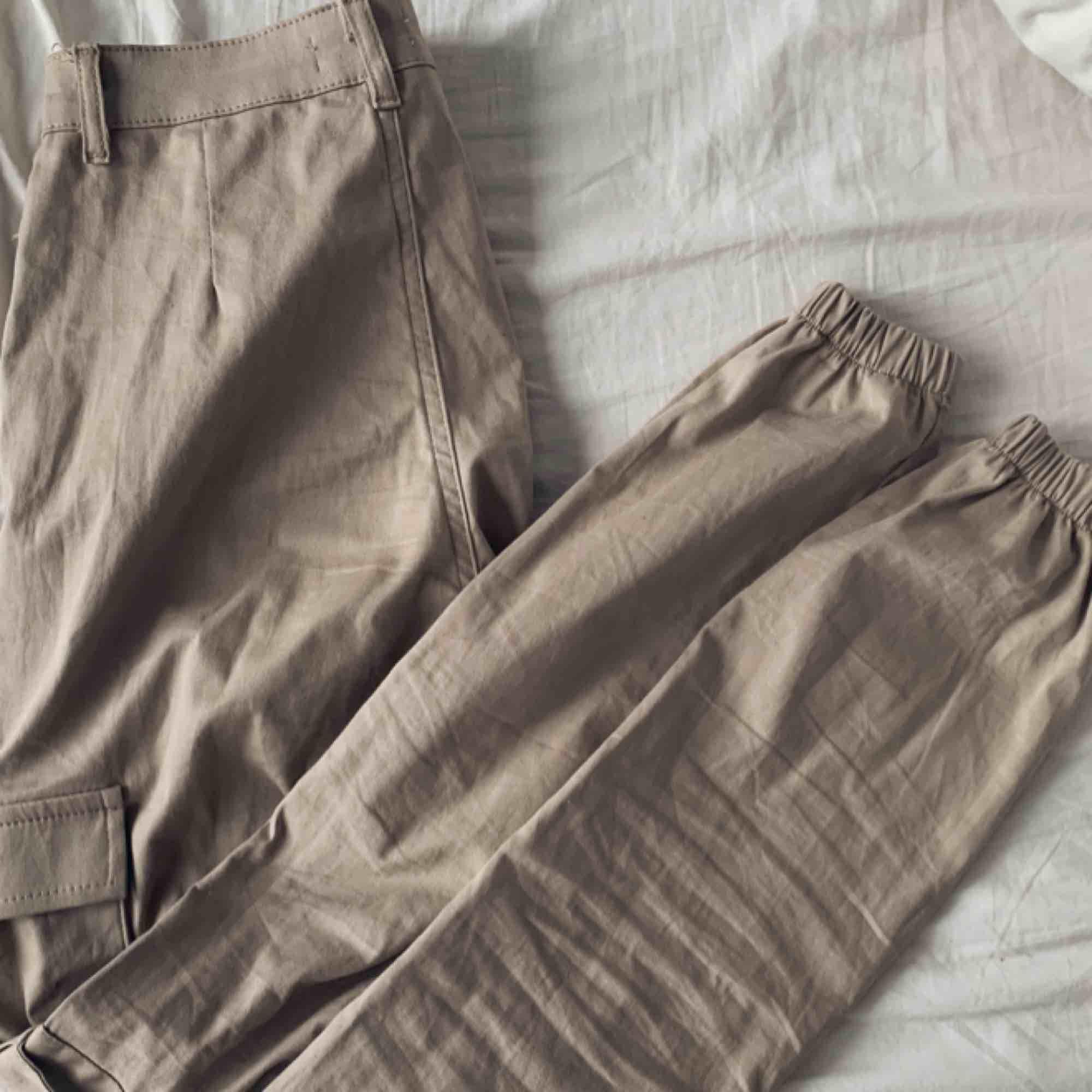 Cargopants använda 1 gång från madlady, super snygga & sitter 👌🏽. Jeans & Byxor.