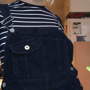 hängselkjol mörkblå manchester, gränsen på för kort för mig som är 170  + frakt!