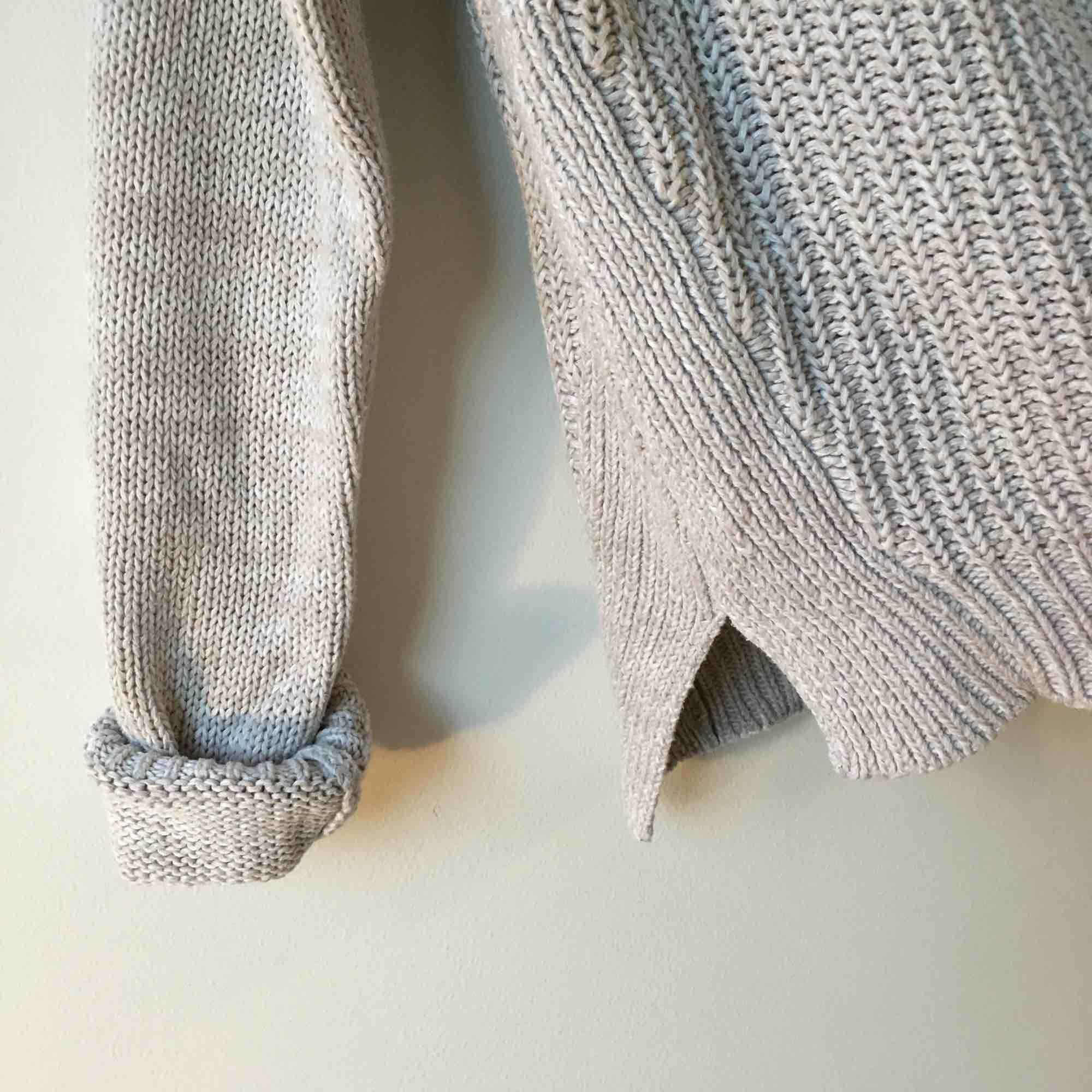 Beige stickad tröja från Gina Tricot :) hämtas eller skickas mot frakt . Stickat.