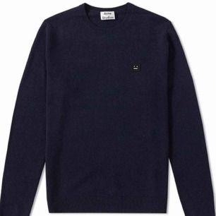 - modell DASHER O FACE NAVY - strl S, passar herr och dam - 100% ull - använd ytterst lite, inte nopprig eller sliten - stickad tröja / långärmad / sweaters / knitwear - mörk blå