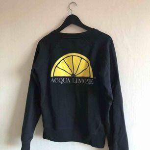 - Tjocktröja / sweatshirt från acqua limone - mörkblå - strl XS - sparsamt använd, inte sliten