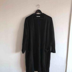 - Gina tricot - svart lång kofta - storlek S - i fint skick