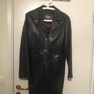 Vintage läder rock i mycket bra skick, super inne!