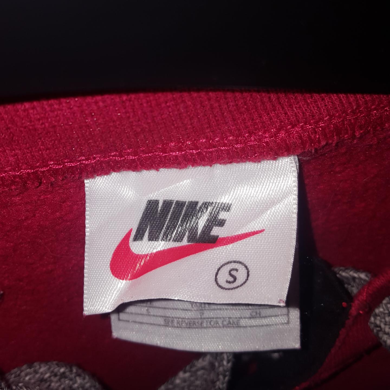 En Nike tröja köpt här på Plick men passade inte riktigt :)) Frakten ingår!. Tröjor & Koftor.
