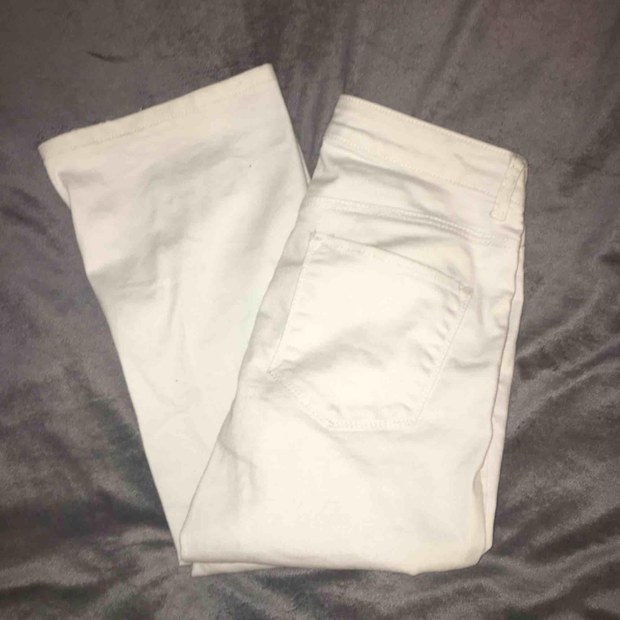 Vita bootcut jeans från kappahl - Jeans   Byxor - Second Hand c98cd1af1cb64