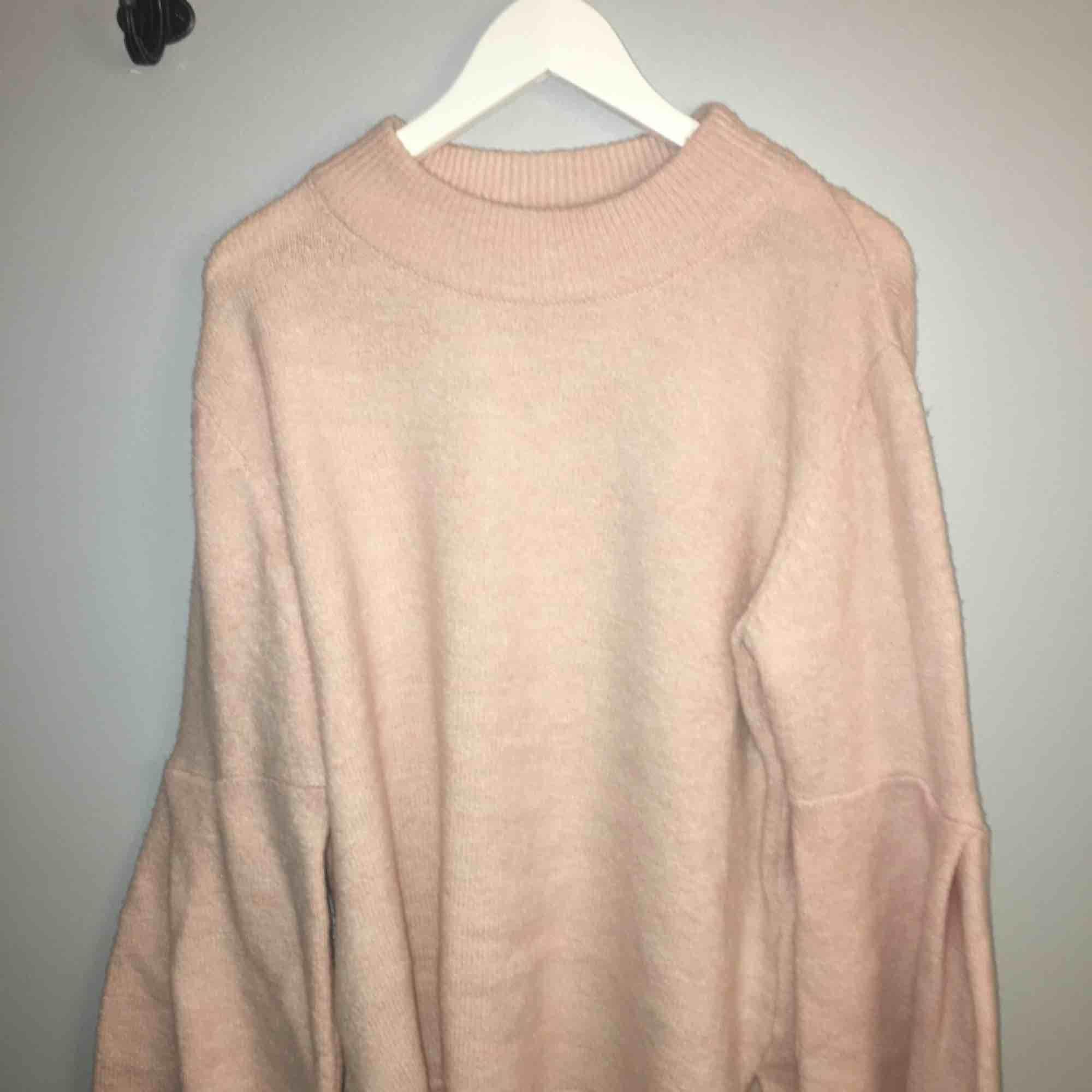 Stickad rosa tröja från ginatricot i st: L Knappt använd Ink frakt. Stickat.
