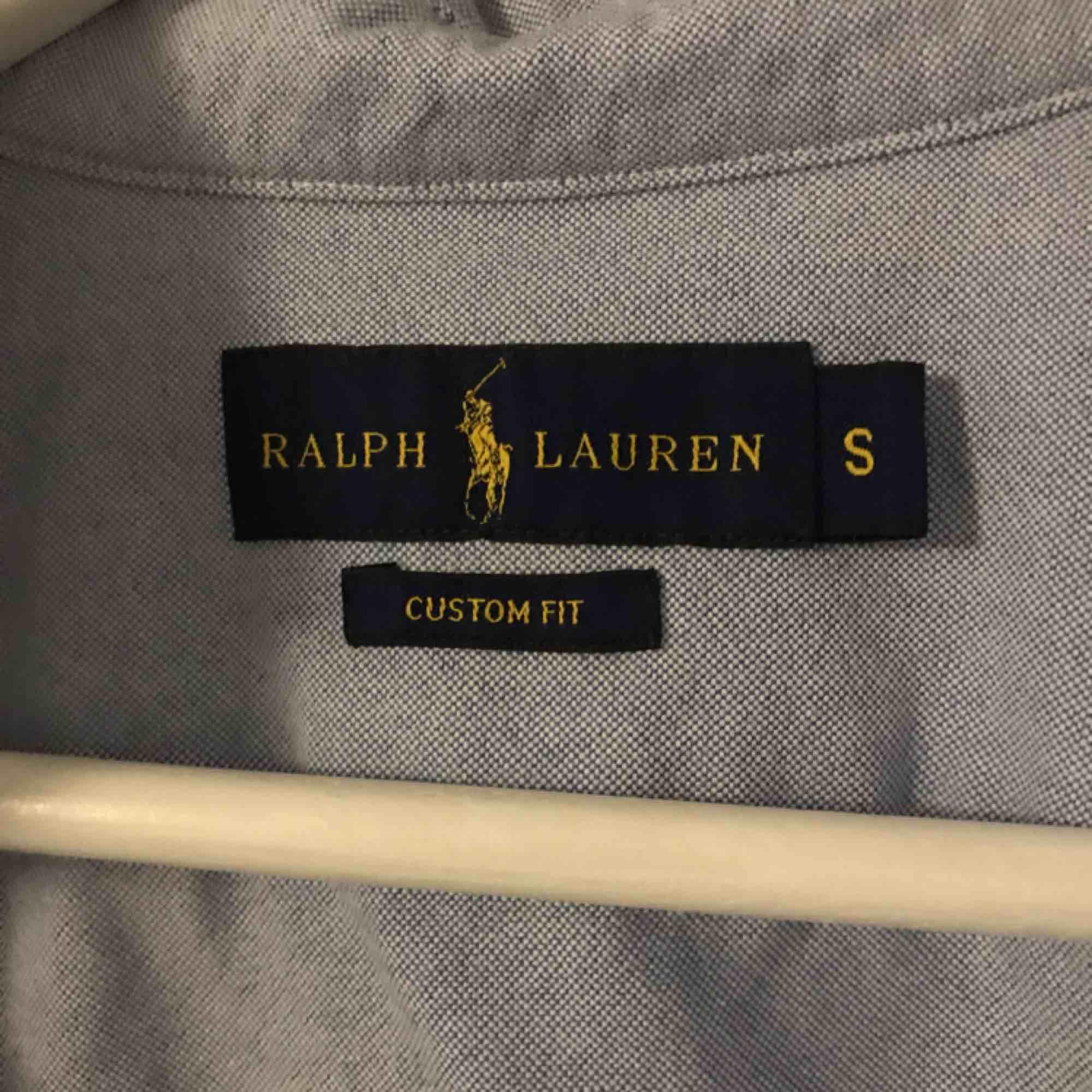 Ralph lauren skjorta i blått. Knappt använd. . Skjortor.