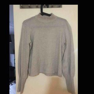 Stickad tröja med polo från Gina tricot, jätte fin använd kanske 5 ggr