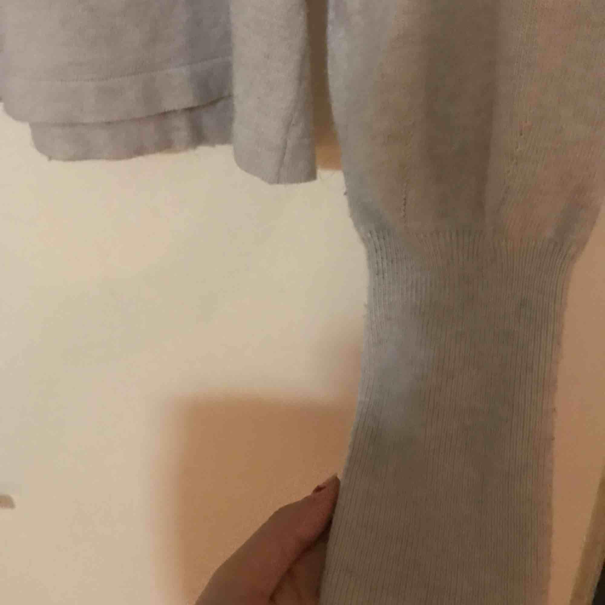 Stickad tröja med polo från Gina tricot, jätte fin använd kanske 5 ggr. Stickat.