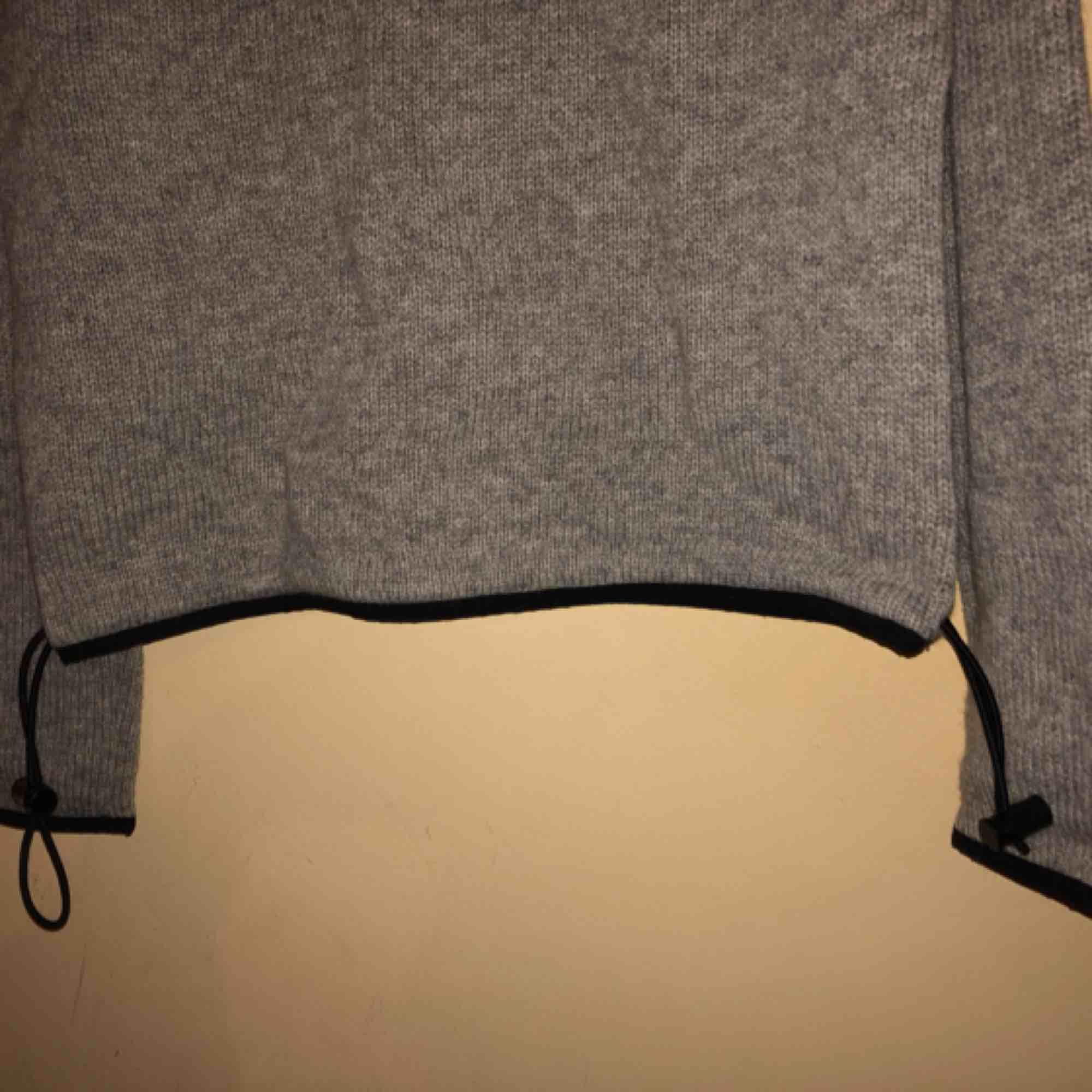 Sweater with a drawstring bottom. 90s vintage from brand InWear.  . Tröjor & Koftor.