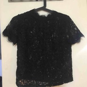 Spets tröja från zara säljs för den inte passar köpt för 1 månad sen!