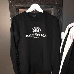 Balenciaga tröja (replika) storlek M men liten i storlek  Aldrig använd, bara provad
