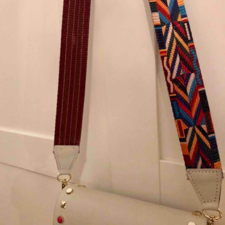 Fake valentino-väska. Äkta läder tillverkad och köpt i Italien. Nypris 34 euro dvs ca 340kr använd 2 ggr . Väskor.