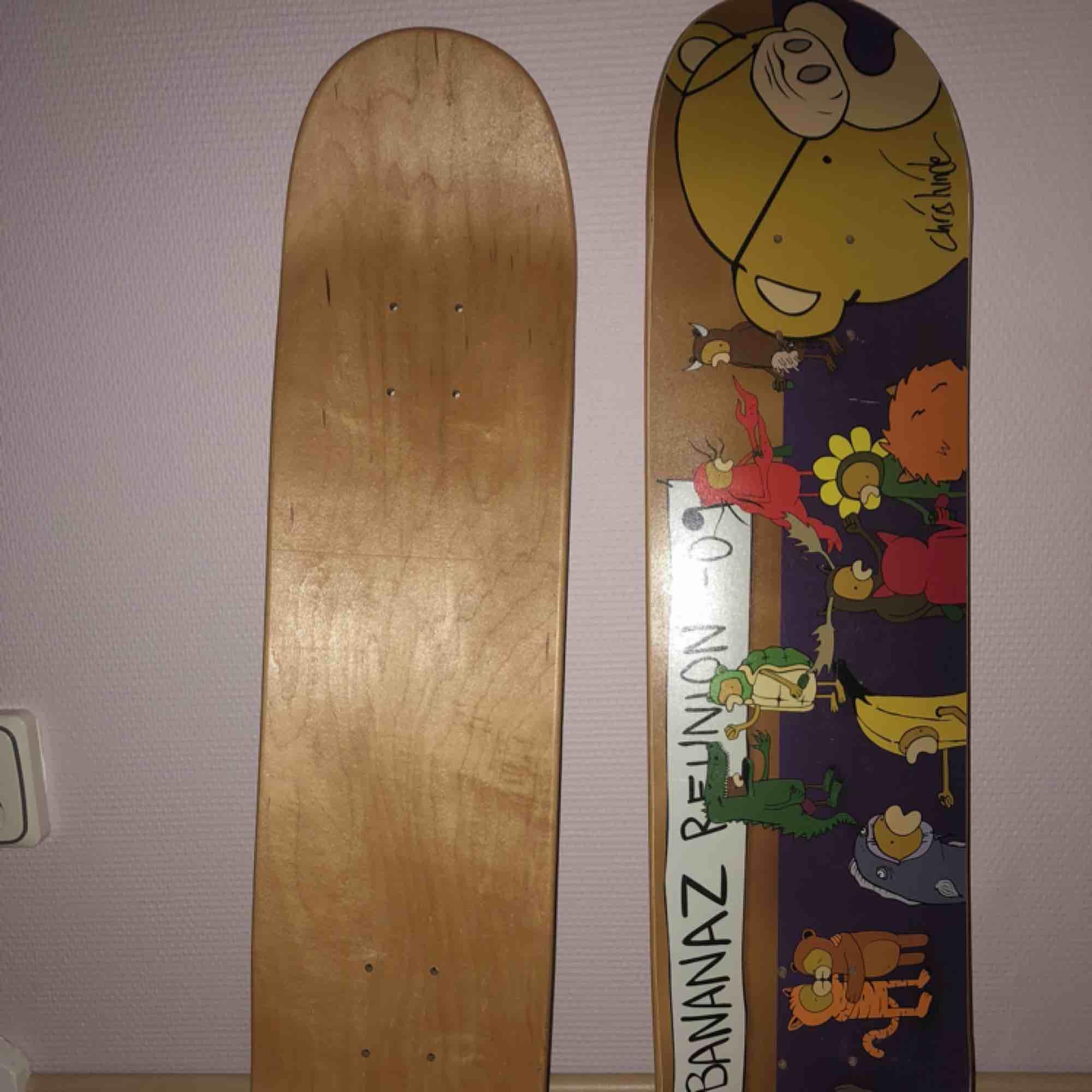 Skateboards, oanvända. De är båda likadana och kostar 100 kr styck. Kan mötas upp i Skåne eller skicka mot fraktkostnad. Har även griptape som man kan få med. Accessoarer.