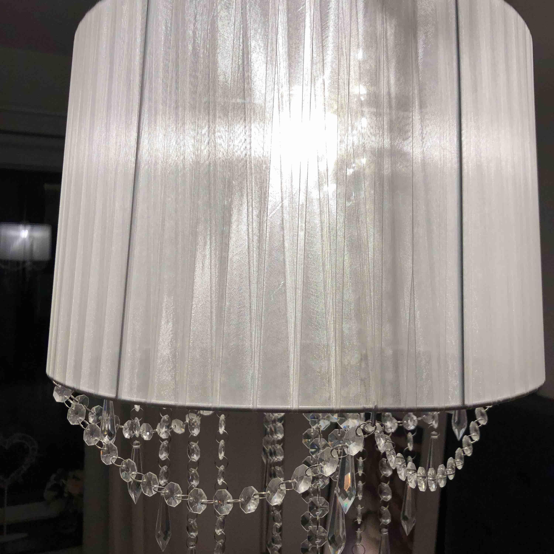 Lampa med kristaller. Övrigt.